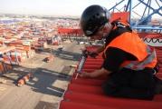 Abdichtungsarbeiten an den Containerbrücken