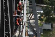 Demontage und Montage von Stromschienen für die Schwebefähre