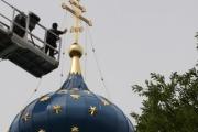 Demontieren des 150kg Hauptkreuzes und der 3 Nebenkreuze sowie der Sterne – MontagenachRestaurationund Neuanstrich der Hauptkuppel